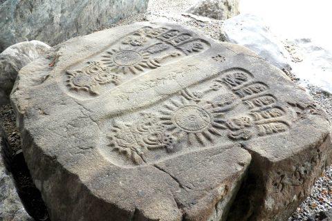 御釈迦様の足裏を象った仏足石