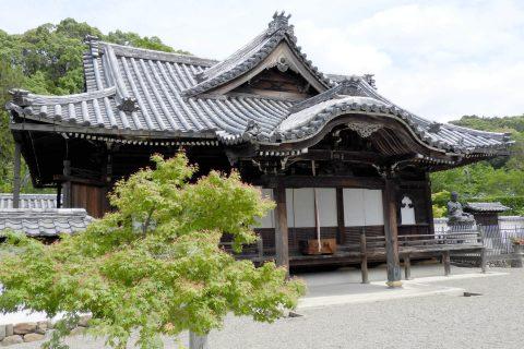 参堂途中に位置する念仏堂